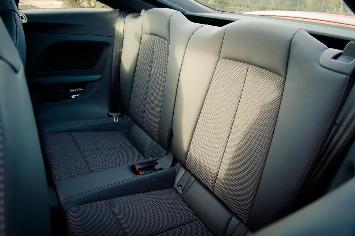 2015-Audi-TT-20-TFSI-sline-rot-8S-Ascari-40