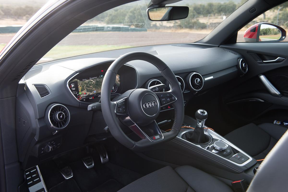 2015-Audi-TT-20-TFSI-sline-rot-8S-Ascari-42