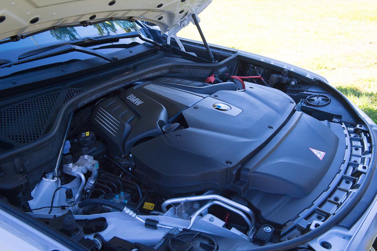2015-BMW-X6-F16-weiss-spartanburg-42