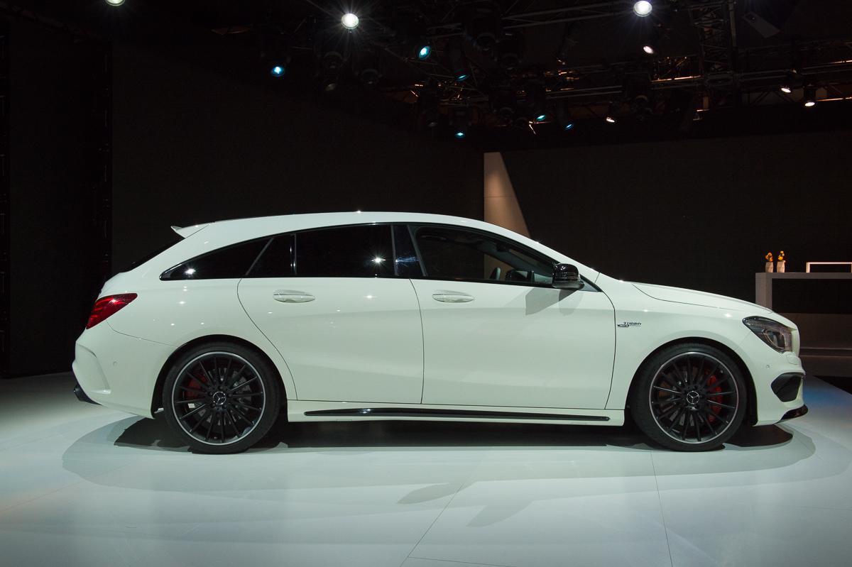 2015-Mercedes-AMG-CLA-45-Shooting-Brake-gletscherweiss-X117-01
