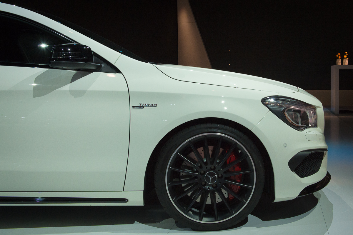 2015-Mercedes-AMG-CLA-45-Shooting-Brake-gletscherweiss-X117-02