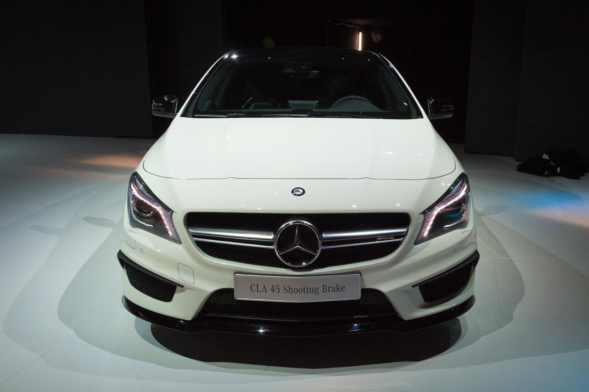 2015-Mercedes-AMG-CLA-45-Shooting-Brake-gletscherweiss-X117-04