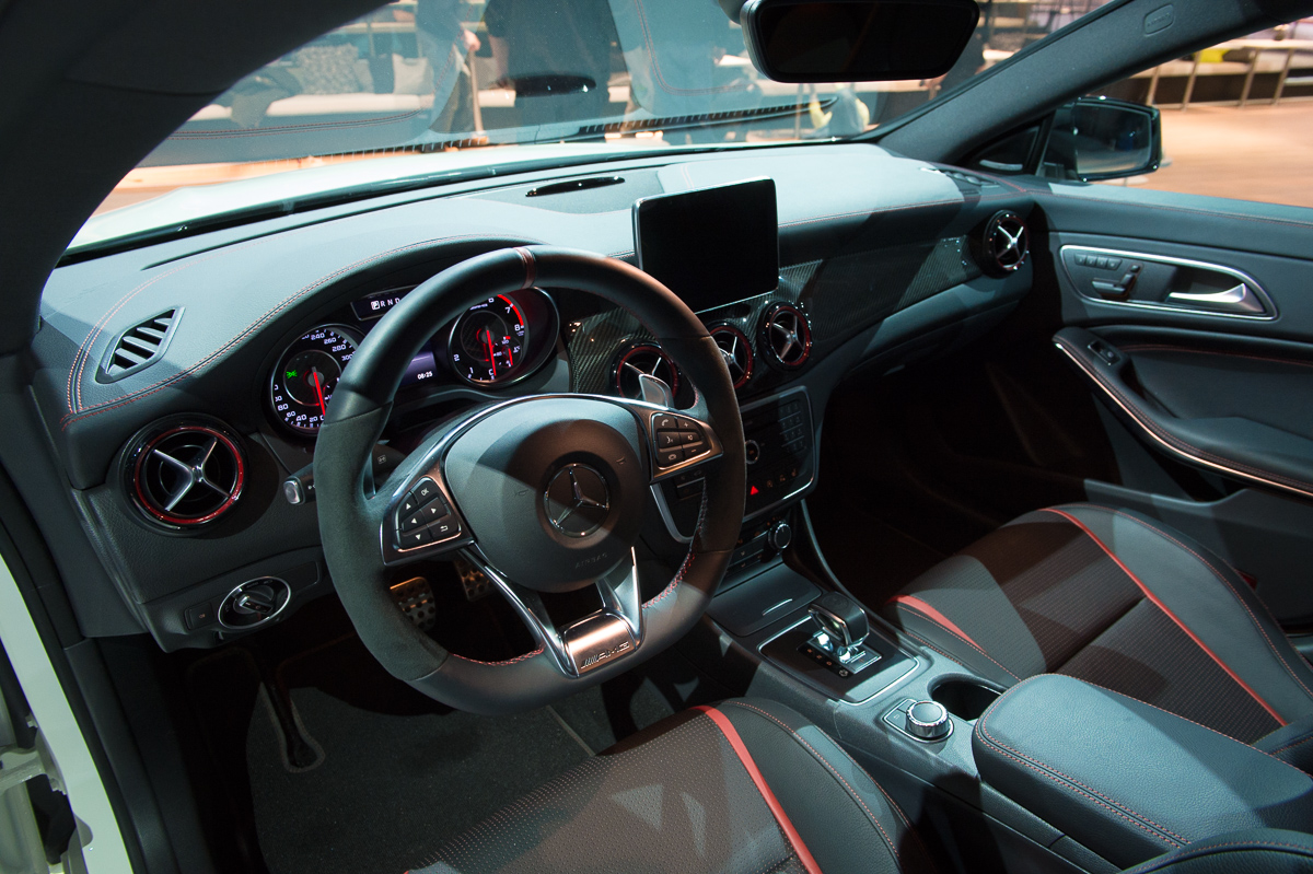 2015-Mercedes-AMG-CLA-45-Shooting-Brake-gletscherweiss-X117-06