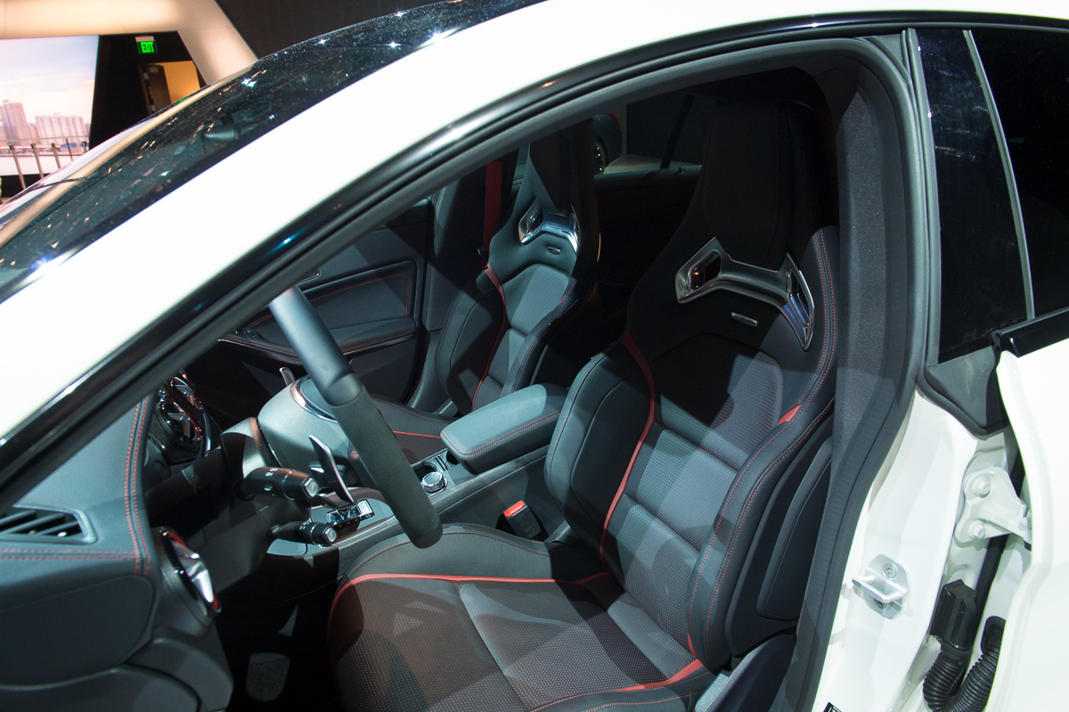 2015-Mercedes-AMG-CLA-45-Shooting-Brake-gletscherweiss-X117-07