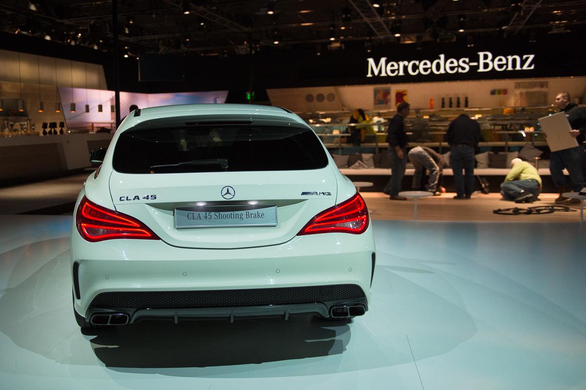 2015-Mercedes-AMG-CLA-45-Shooting-Brake-gletscherweiss-X117-11