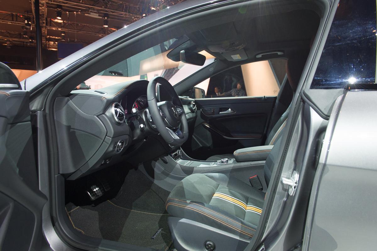 2015-Mercedes-Benz-CLA-250-4MATIC-Shooting-Brake-OrangeArt Edition