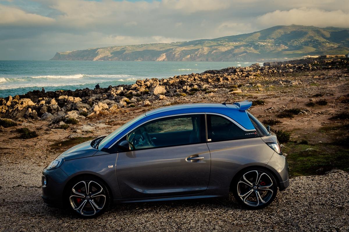 2015-Opel-Adam-S-grau-blau-Portugal-02