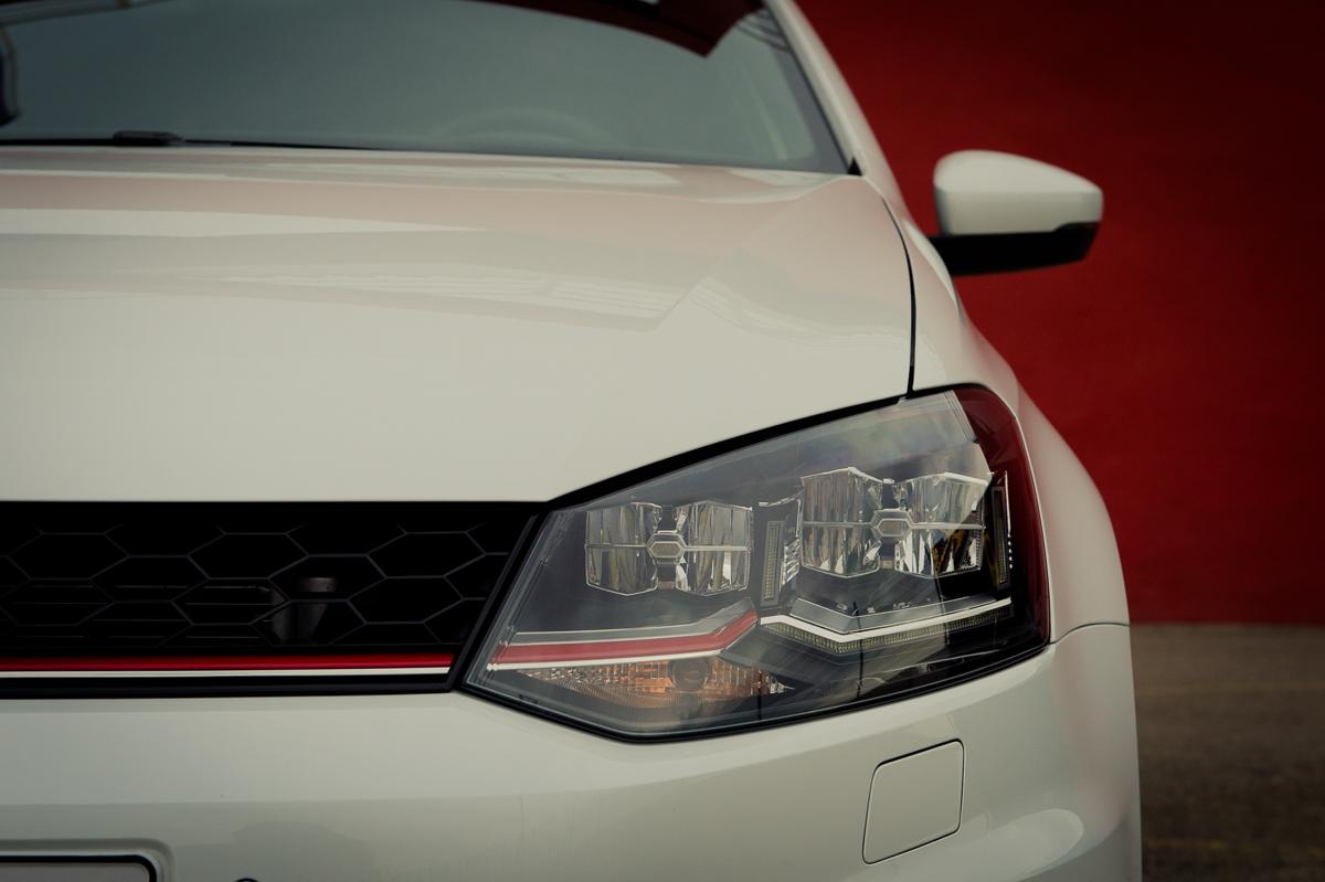 2015-Volkswagen-VW-Polo-GTI-6R-onyx-weiss-03