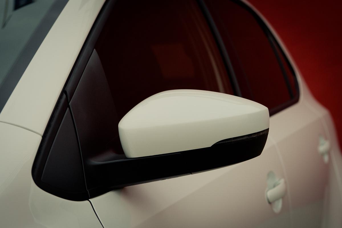 2015-Volkswagen-VW-Polo-GTI-6R-onyx-weiss-09