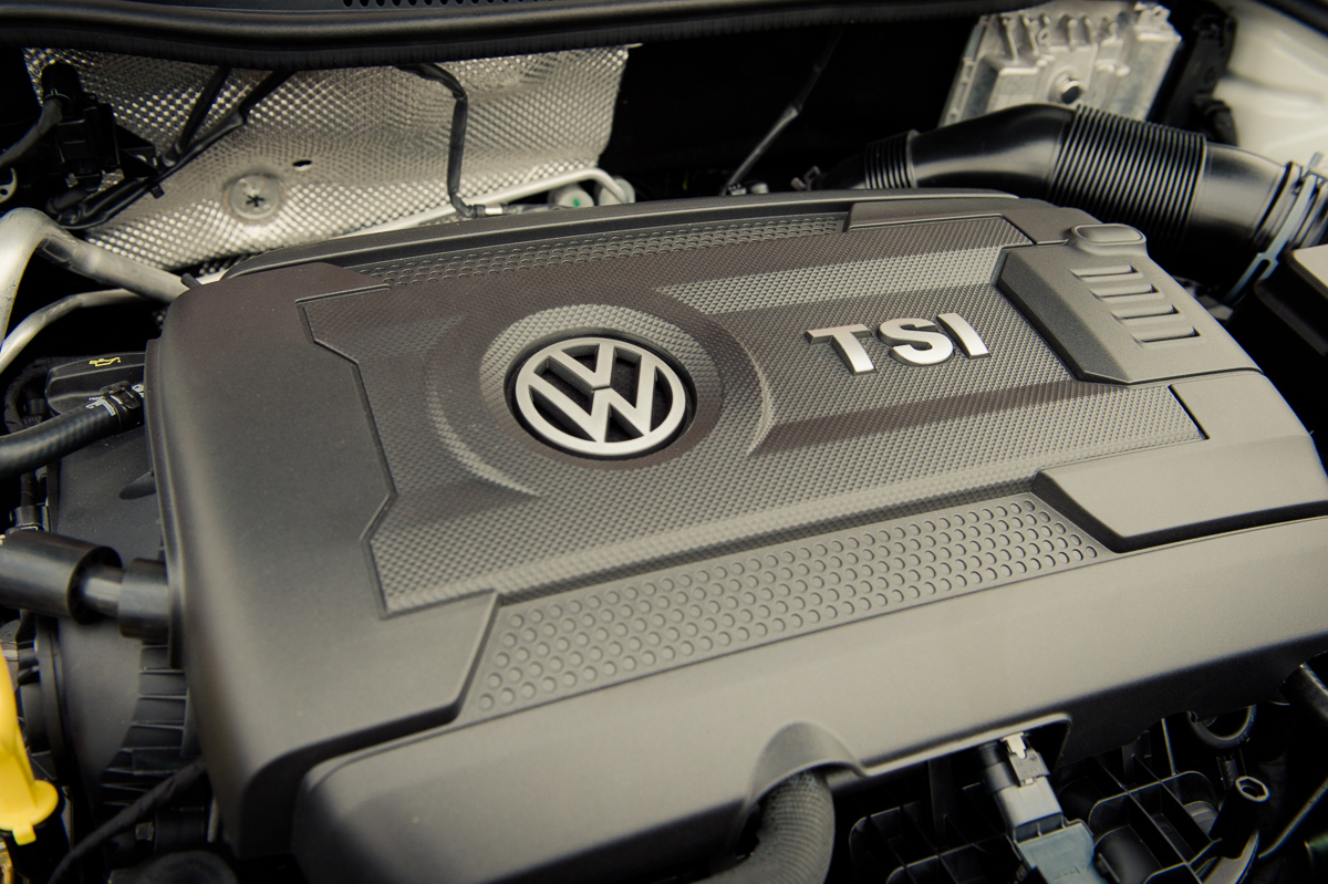 2015-Volkswagen-VW-Polo-GTI-6R-onyx-weiss-13