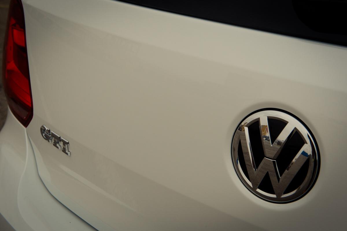 2015-Volkswagen-VW-Polo-GTI-6R-onyx-weiss-22