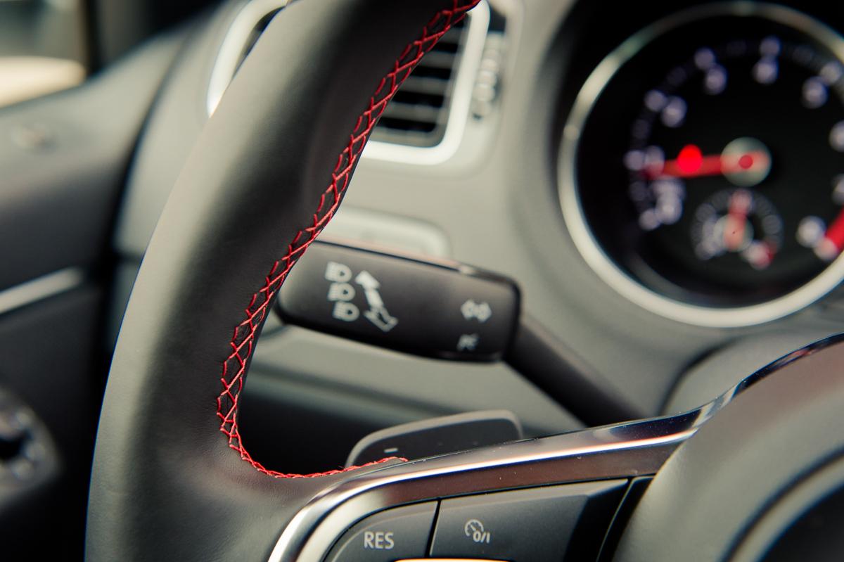 2015-Volkswagen-VW-Polo-GTI-6R-onyx-weiss-35