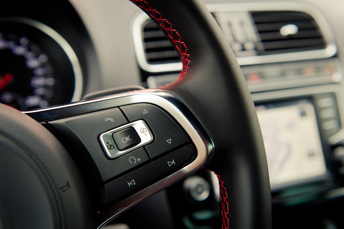 2015-Volkswagen-VW-Polo-GTI-6R-onyx-weiss-37