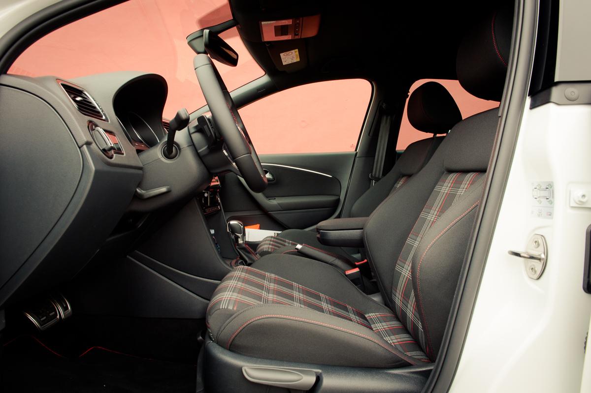 2015-Volkswagen-VW-Polo-GTI-6R-onyx-weiss-45