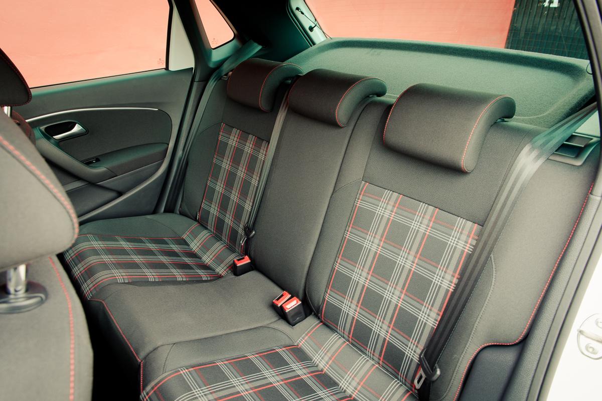 2015-Volkswagen-VW-Polo-GTI-6R-onyx-weiss-49
