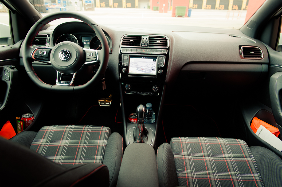 2015-Volkswagen-VW-Polo-GTI-6R-onyx-weiss-50