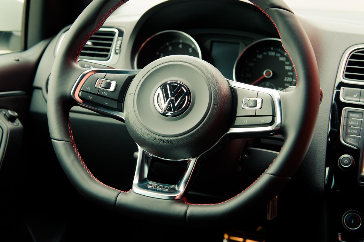 2015-Volkswagen-VW-Polo-GTI-6R-onyx-weiss-52