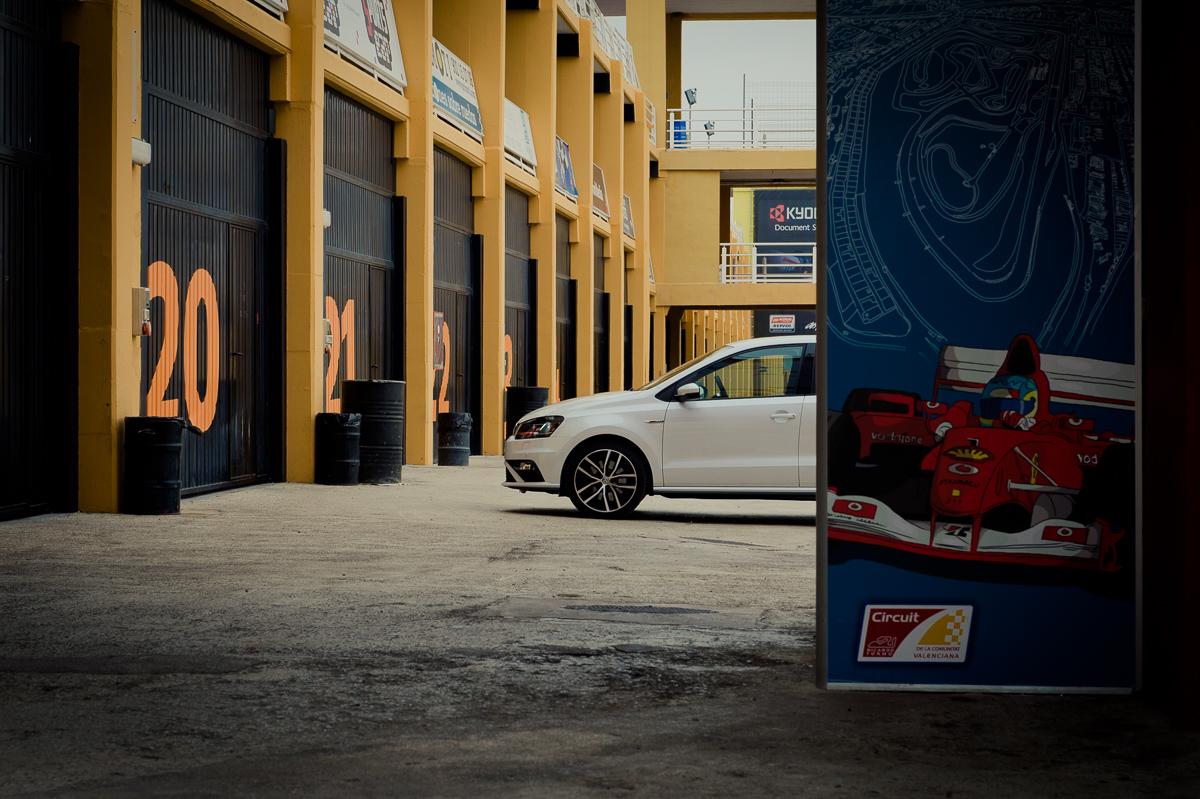 2015-Volkswagen-VW-Polo-GTI-6R-onyx-weiss-59