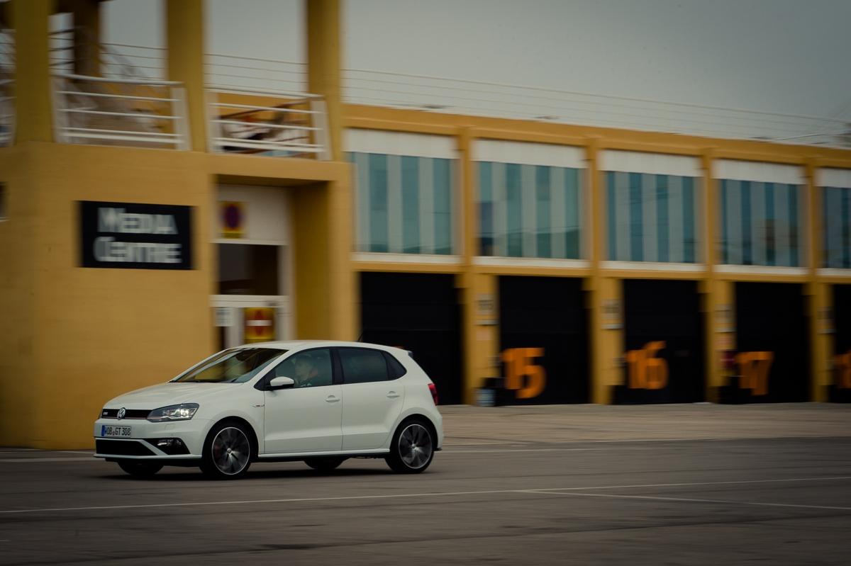 2015-Volkswagen-VW-Polo-GTI-6R-onyx-weiss-61