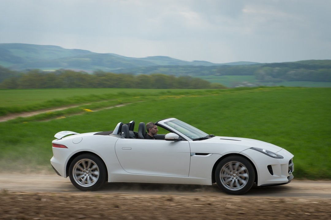 2013-jaguar-ftype-v6-polaris-white-michelstadt-23