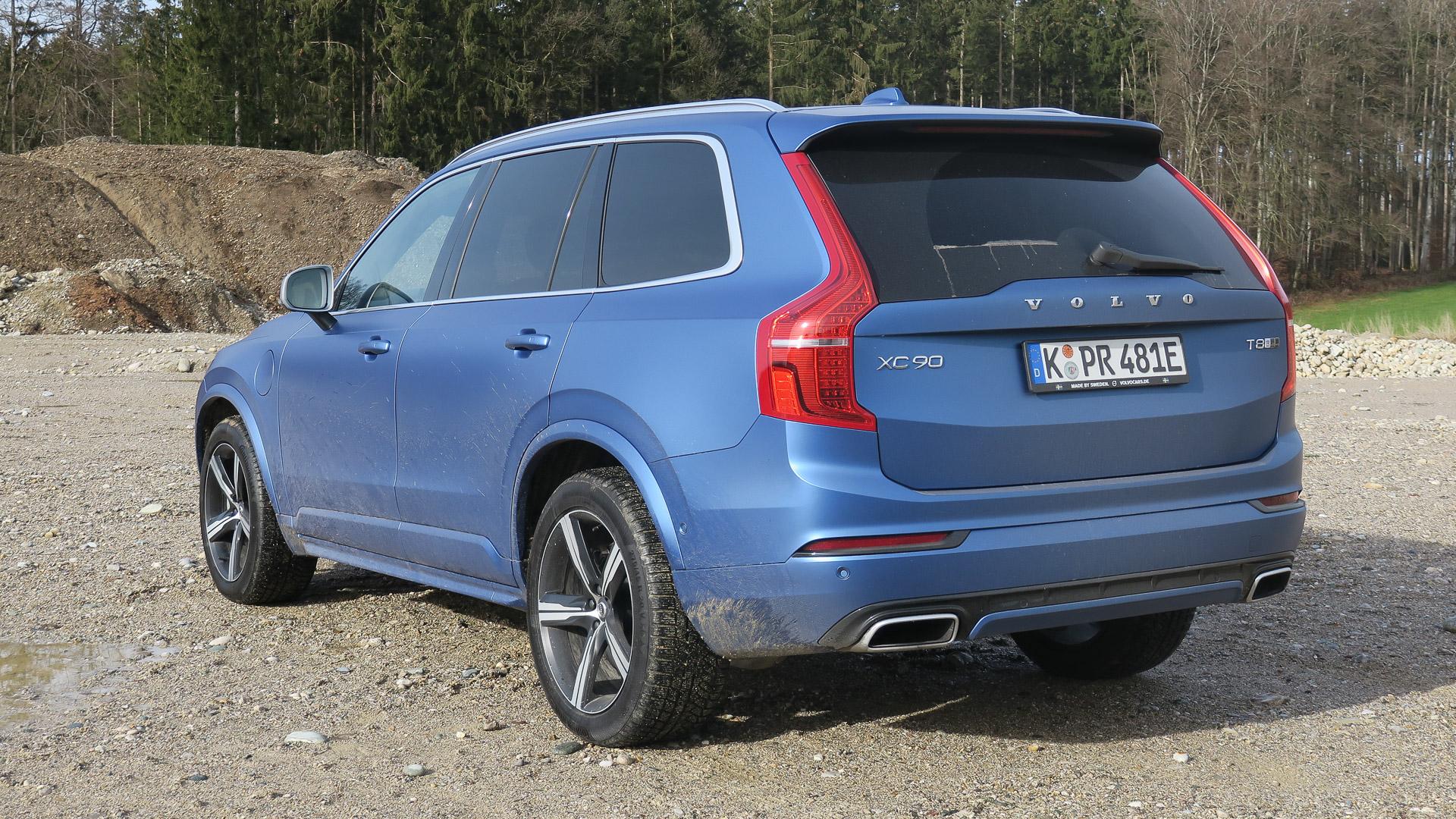 2016-Volvo-XC90-T8-blau-Strasse-02