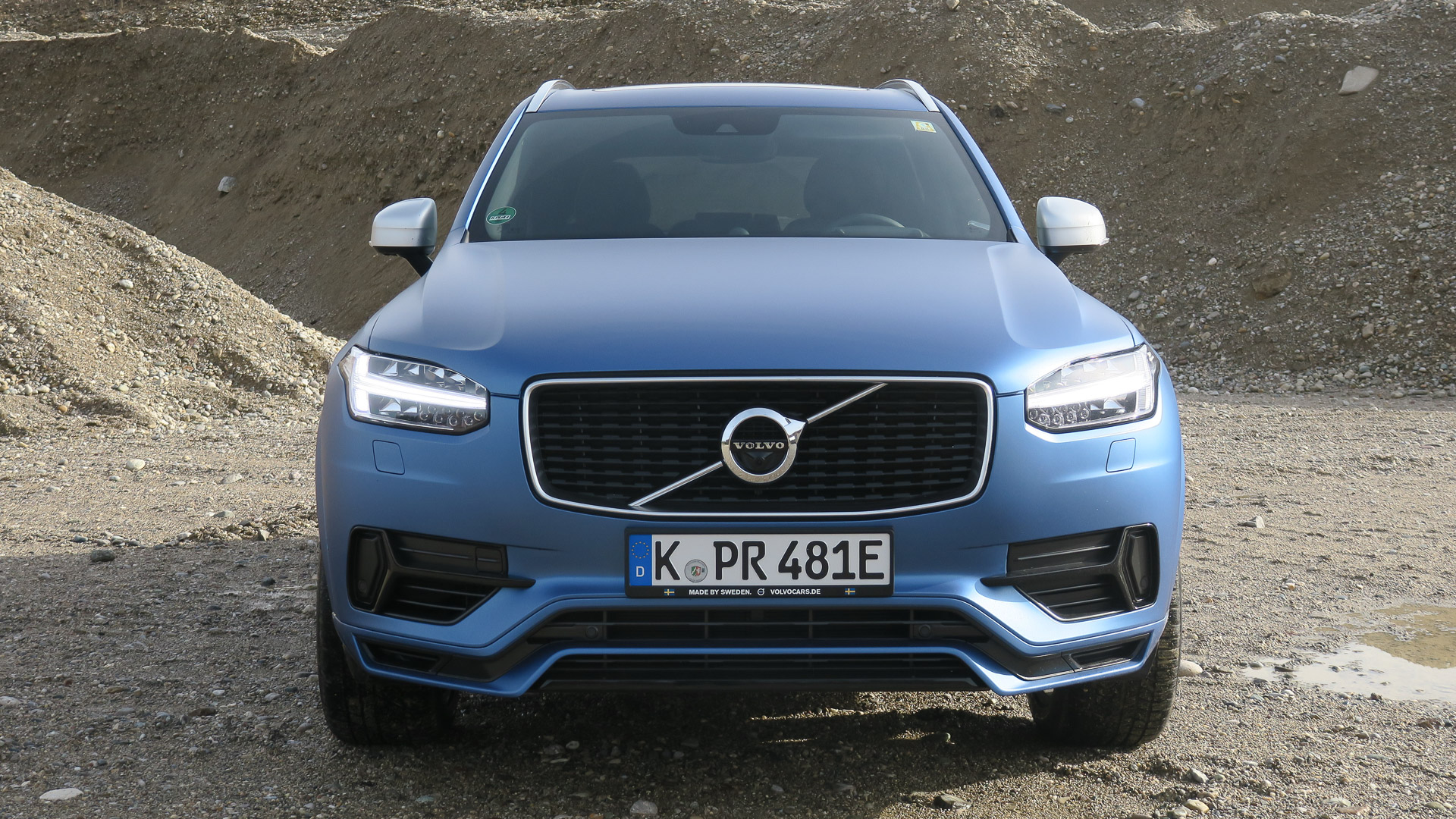 2016-Volvo-XC90-T8-blau-Strasse-03