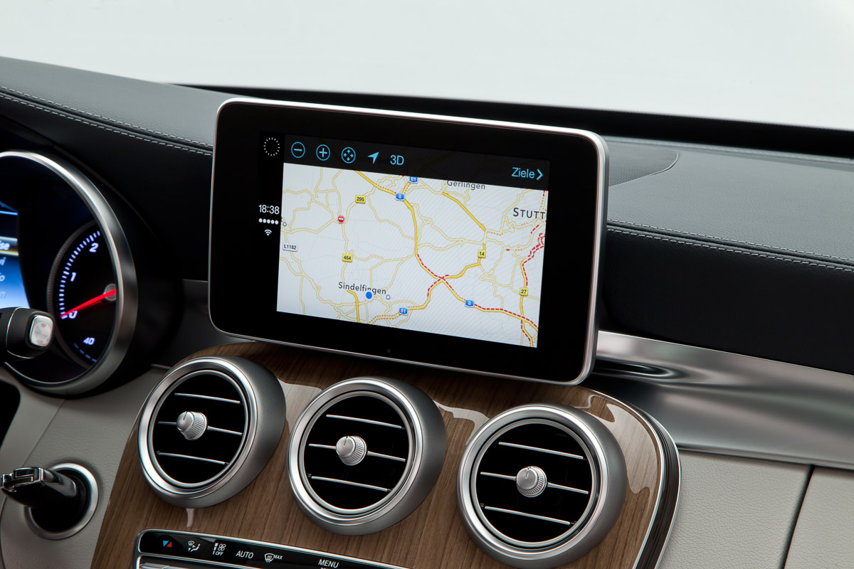 genf 2014 mercedes benz zeigt apple carplay in der neuen. Black Bedroom Furniture Sets. Home Design Ideas