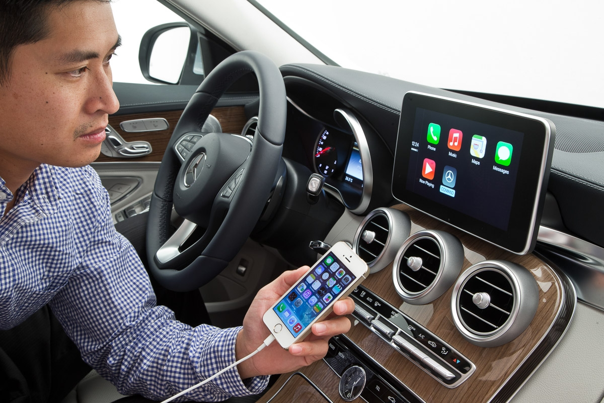 apple-carplay-merecdes-benz-cklasse-w205-2014-genf-pressefotos-36