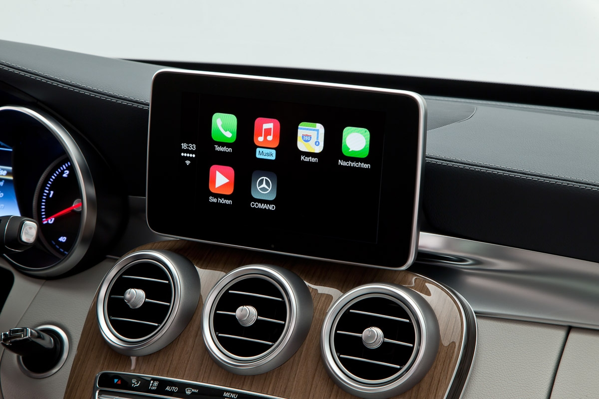 apple-carplay-merecdes-benz-cklasse-w205-2014-genf-pressefotos-13