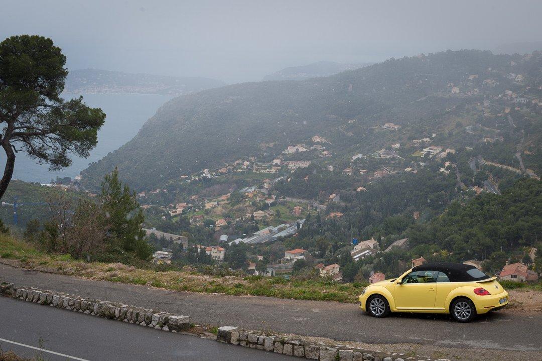 Erste Probefahrt: Mit dem 2013 VW Beetle Cabrio 1.6 TDI durch Schnee in den Bergen zu Palmen am Strand