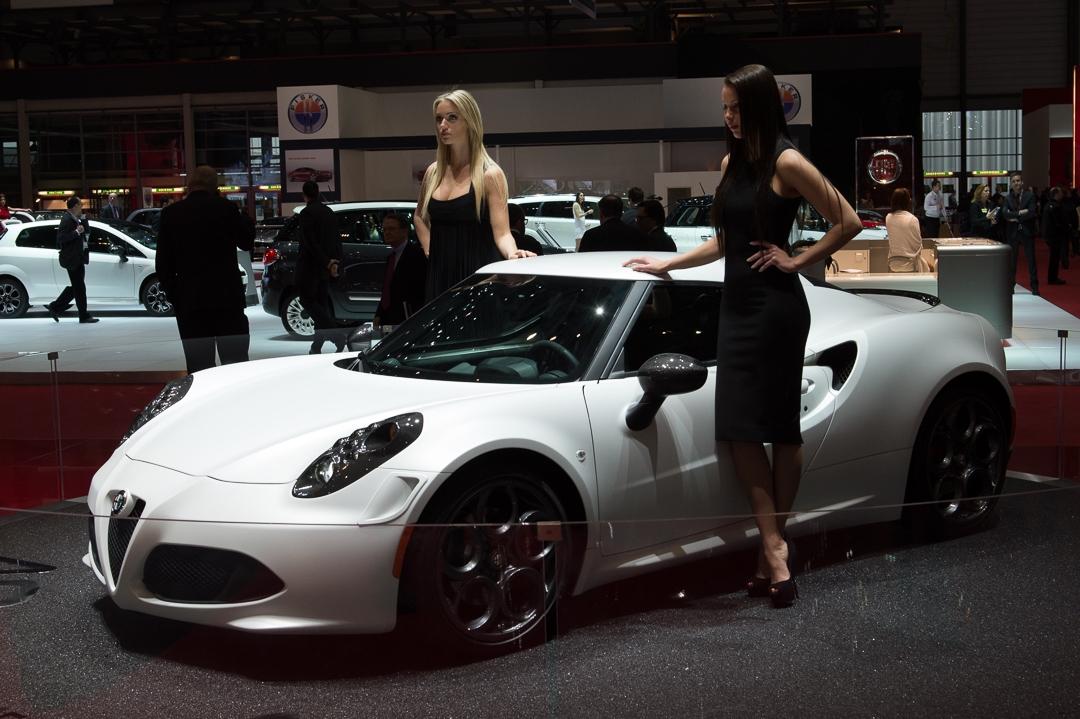 2013-alfa-romeo-4c-weiss-genf-auto-salon-13