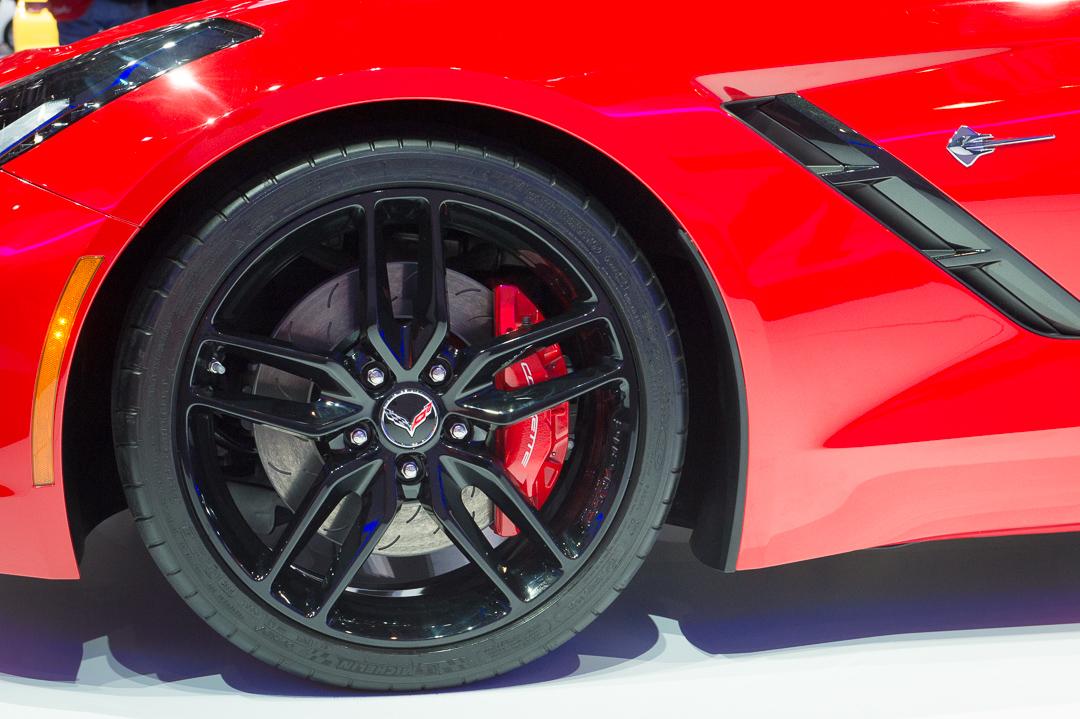 2013-chevrolet-corvette-c7-stingray-rot-genf-auto-salon-04