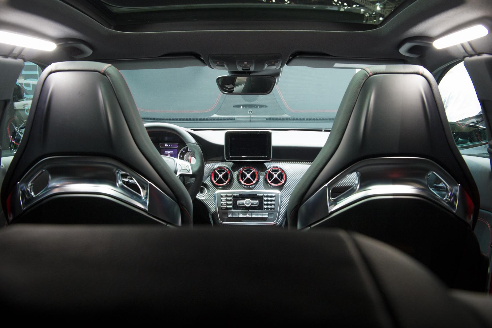 2013-mercedes-benz-a45-amg-mountaingrau-metallic-genf-auto-salon-09