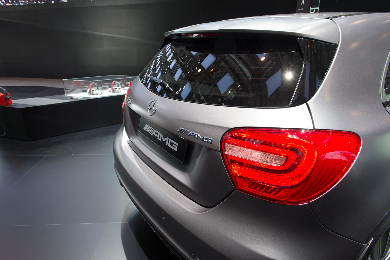 2013-mercedes-benz-a45-amg-mountaingrau-metallic-genf-auto-salon-11