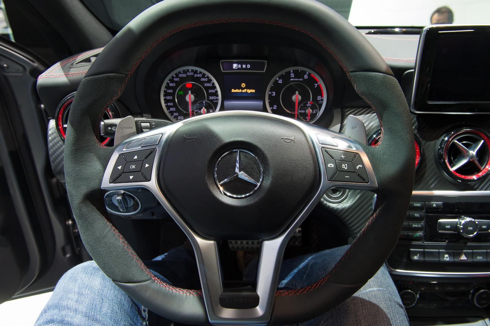 2013-mercedes-benz-a45-amg-mountaingrau-metallic-genf-auto-salon-16