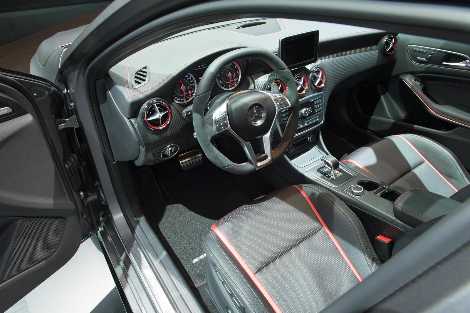 2013-mercedes-benz-a45-amg-mountaingrau-metallic-genf-auto-salon-12