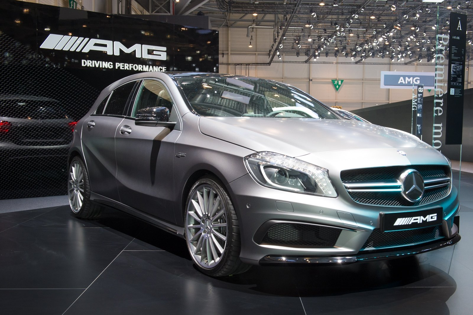 2013-mercedes-benz-a45-amg-mountaingrau-metallic-genf-auto-salon-01