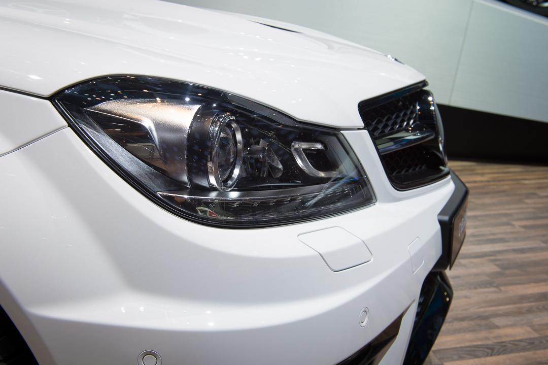 2013-mercedes-benz-c63-amg-edition-507-weiss-genf-auto-salon-05