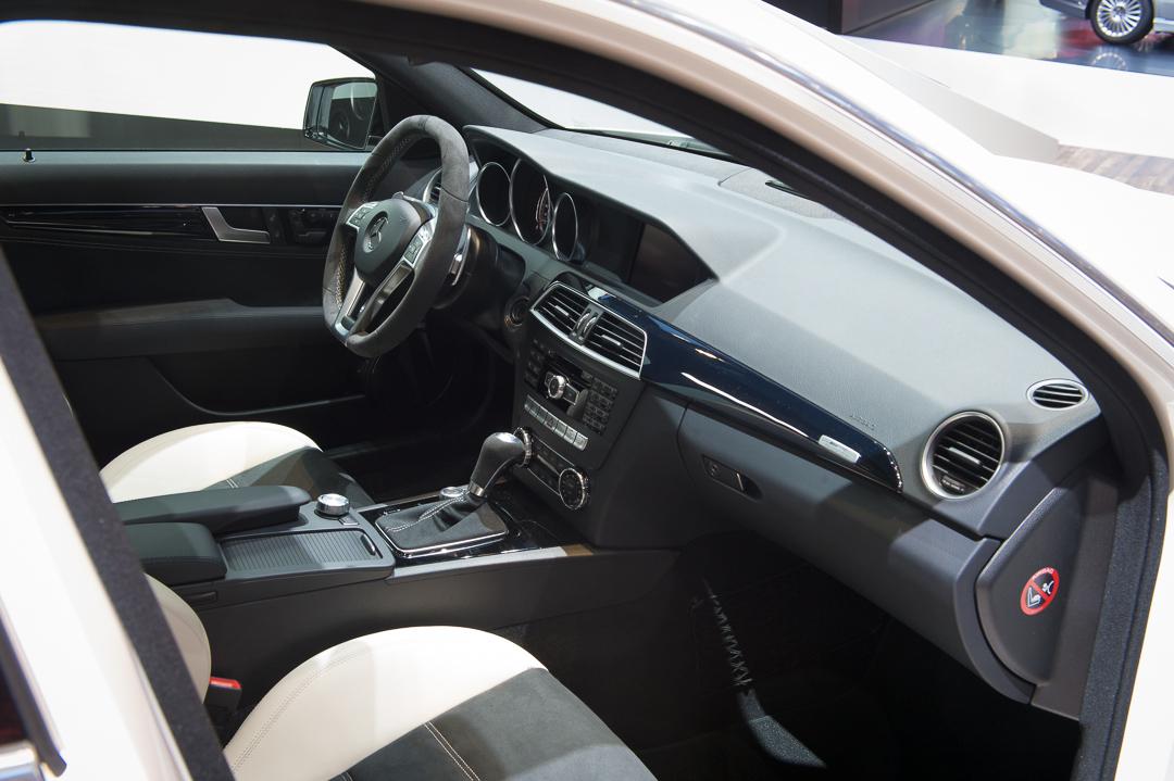 2013-mercedes-benz-c63-amg-edition-507-weiss-genf-auto-salon-11
