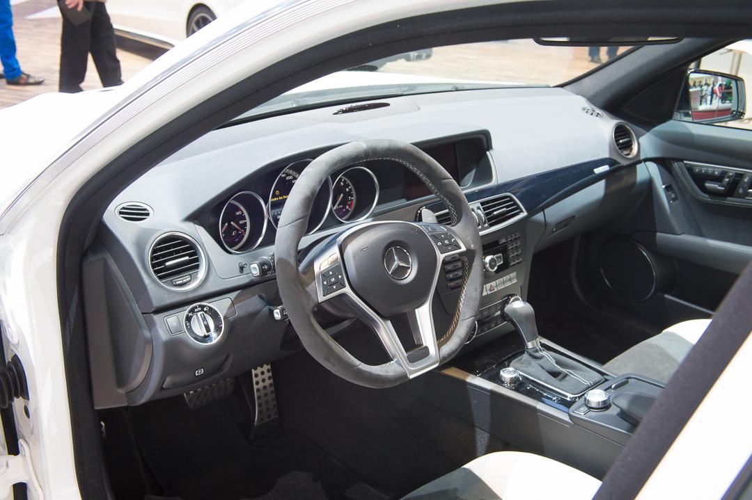 2013-mercedes-benz-c63-amg-edition-507-weiss-genf-auto-salon-14