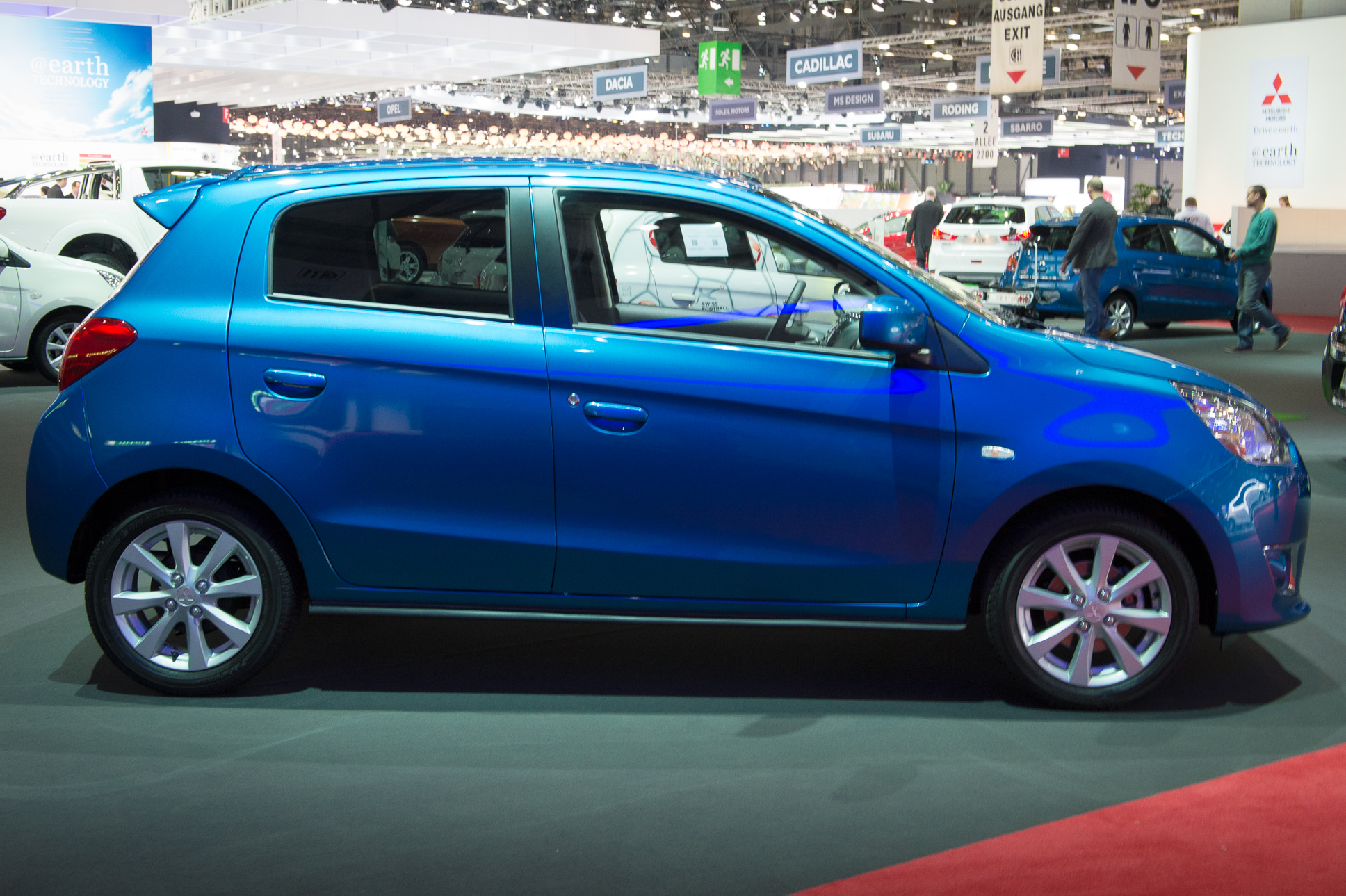 2013-mitsubishi-space-star-blau-genf-auto-salon-02