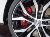 2013-volkswagen-vw-golf-gti-weiss-auto-salon-genf-05