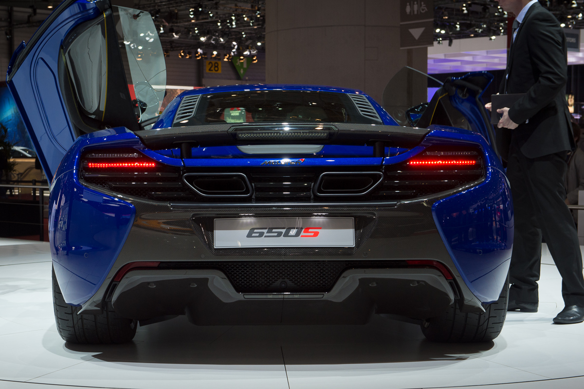 genf-2014-mclaren-650s-blau-spider-orange-05