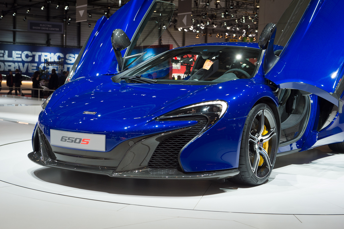 genf-2014-mclaren-650s-blau-spider-orange-08