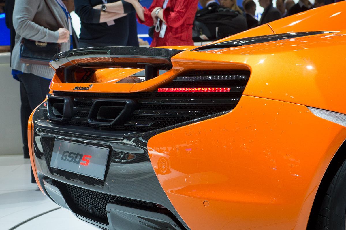 genf-2014-mclaren-650s-blau-spider-orange-16