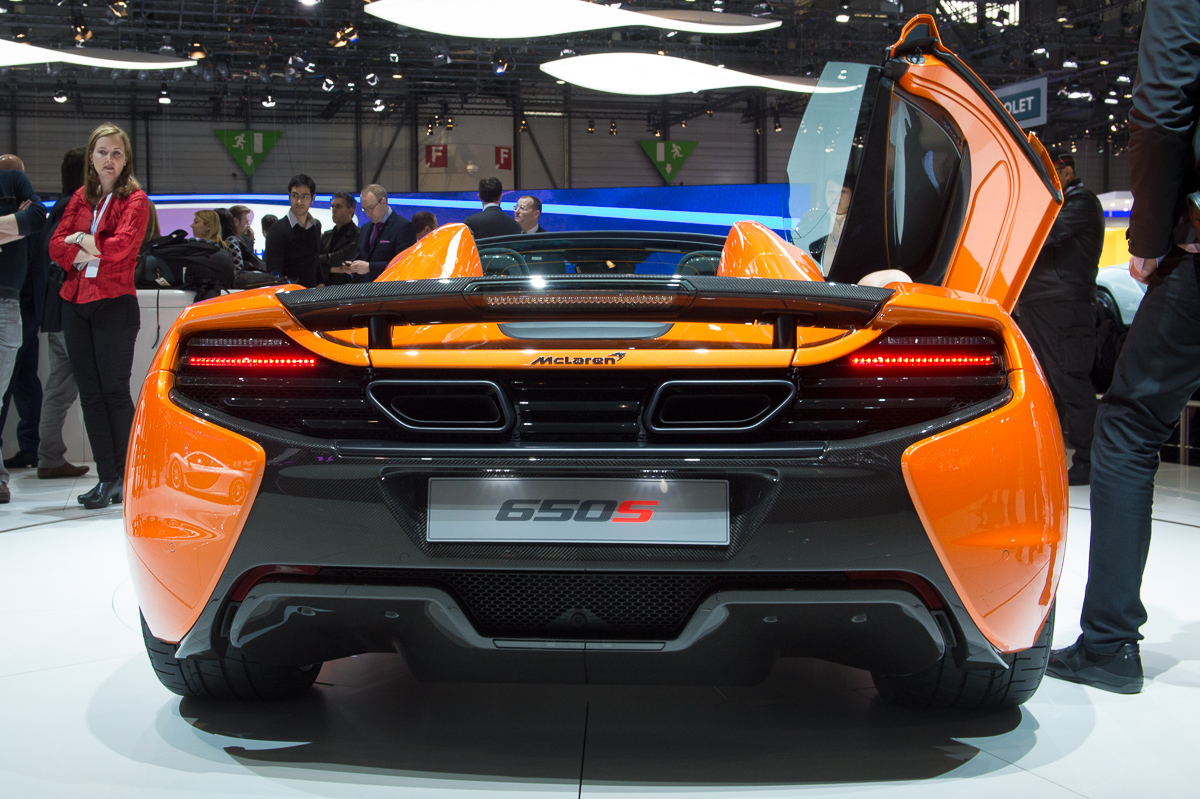 genf-2014-mclaren-650s-blau-spider-orange-17