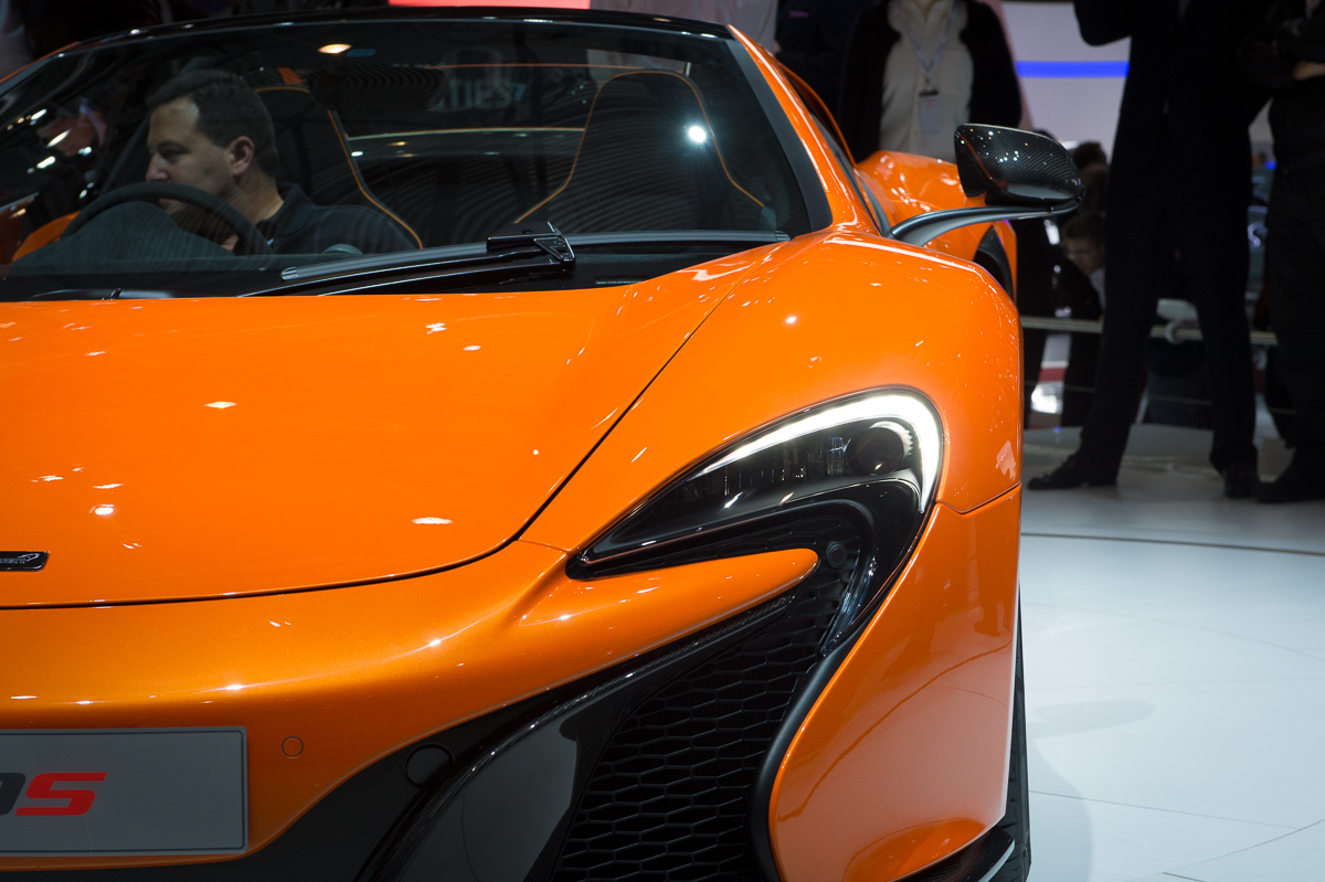genf-2014-mclaren-650s-blau-spider-orange-25