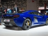 genf-2014-mclaren-650s-blau-spider-orange-02