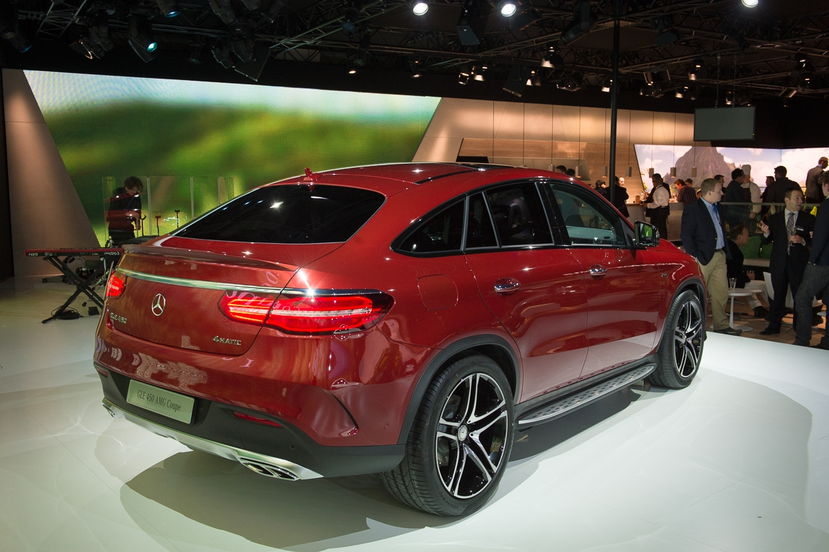 2015-Mercedes-Benz-GLE-450-AMG-Coupe-4MATIC-rot-weltpremiere-detroit-19
