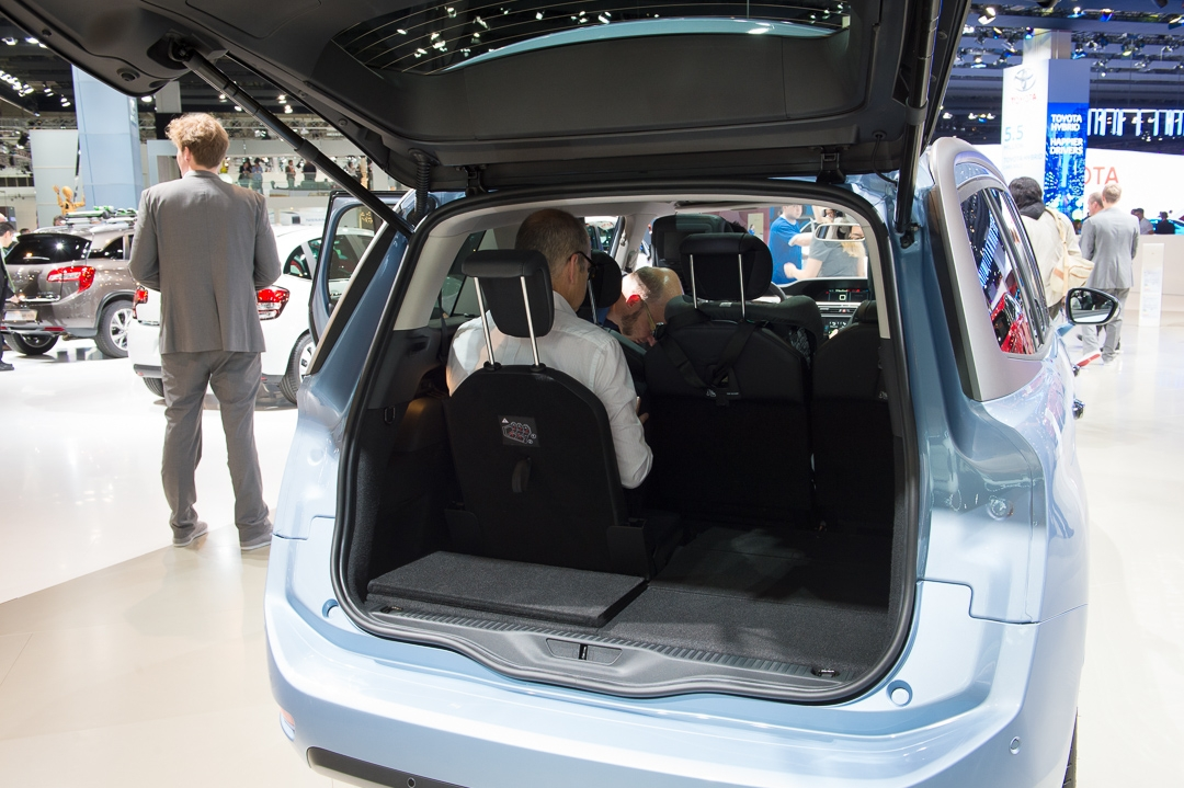 fotos-iaa-2013-citroen-grand-c4-picasso-blau-07